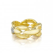 Bold Crescent Links Ring in Yellow Gold